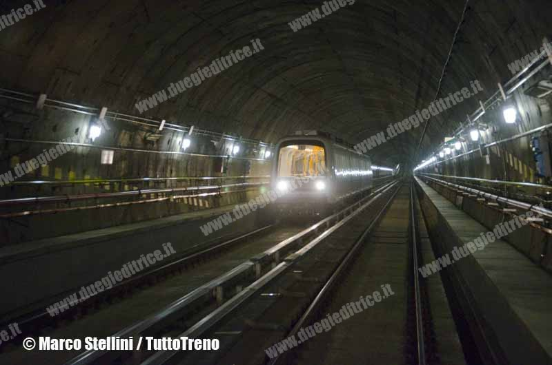 ATM-Milano-M5-Treno-2013-02-05-StelliniMarco-wwwduegieditriceit-WEB