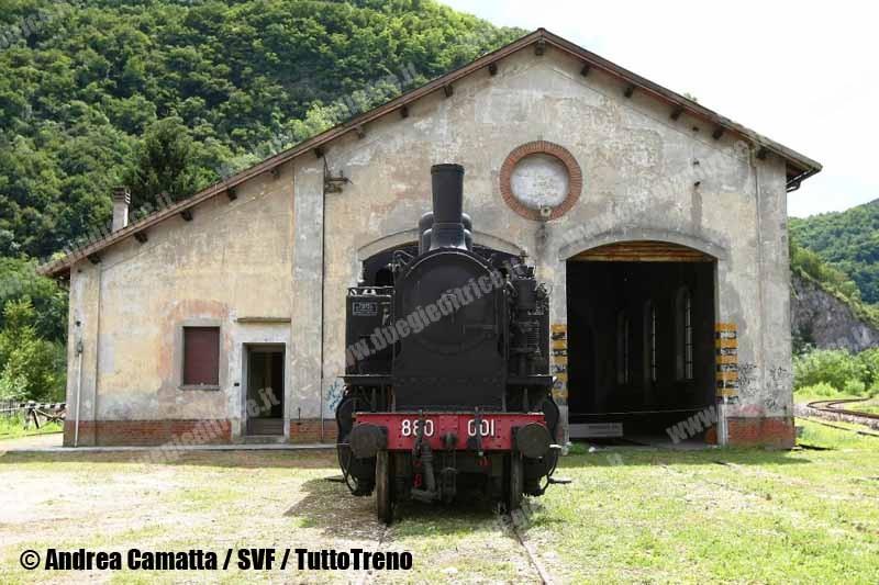 SVF-880_001-RimessaLocomotive-Primolano-2010-07-CamattaAndrea-wwwduegieditriceit