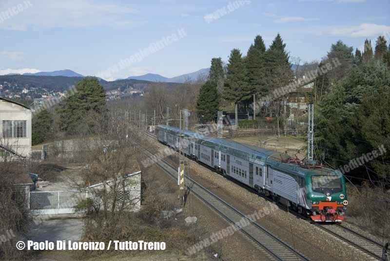 Trenord-E464_015-R20233_Arona_MilanoPG-Linea_Sempione-presso-SommaLombardo-2013-01-17-DiLorenzoP-DSC_0020-wwwduegieditriceit-WEB
