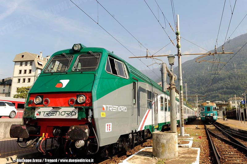 Trenord_carrozzaSemipilotaMDVE_nuovaLivrea_Tirano_2011_09_29_GiuseppeAresu_Trenord_wwwduegieditriceit_GA03239