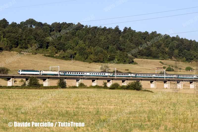 E403_003+E402_161-TrenoIc581FirenzeSmnRomaTni-InizioEsercizioE403pax-ViadottoPianaDiSaletto-PonzanoRomano-2012-08-10-PorcielloDa-wwwduegieditriceit-WEB