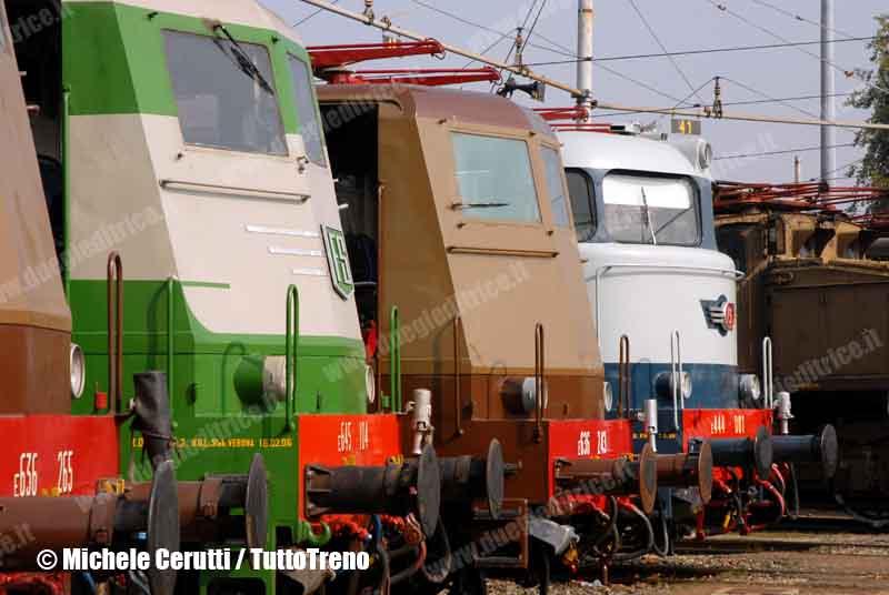 E645_104-E444_001-Profili-PorteAperteMilanoSmistamento2008-Milano-2008-10-11-CeruttiMichele-wwwduegieditriceit-WWW