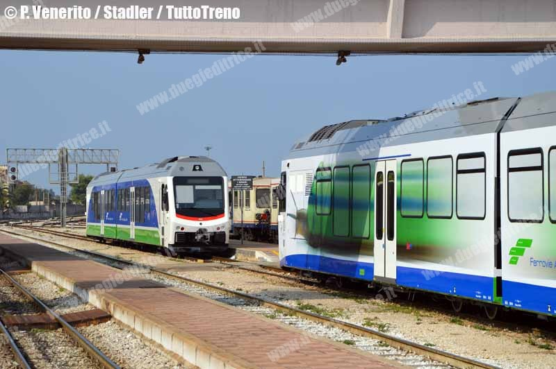 FAL-SB01-SB02-TrenoStadlerInProva-Bari-2012-10-24-VeneritoPantaleo-07-wwwduegieditriceit-WEB