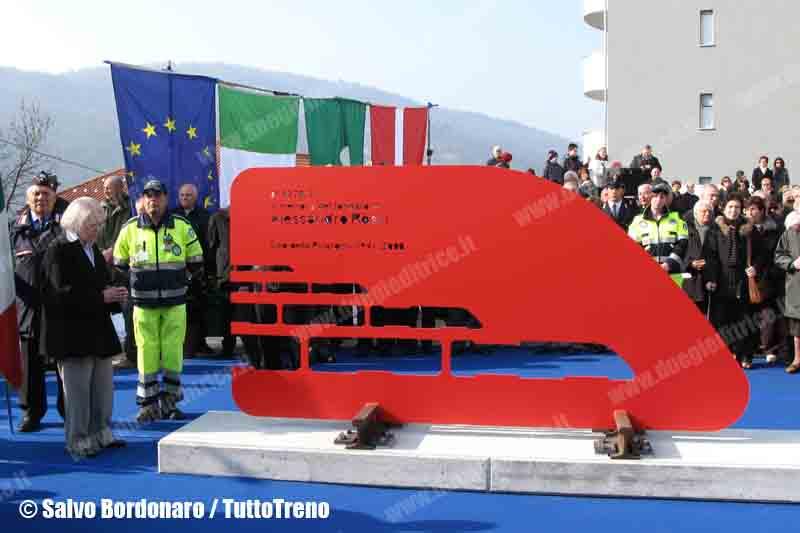 Rivarossi-MonumentoComo-Como-2013-03-02-BordonaroSalvatore-wwwduegieditrice-b-WWW