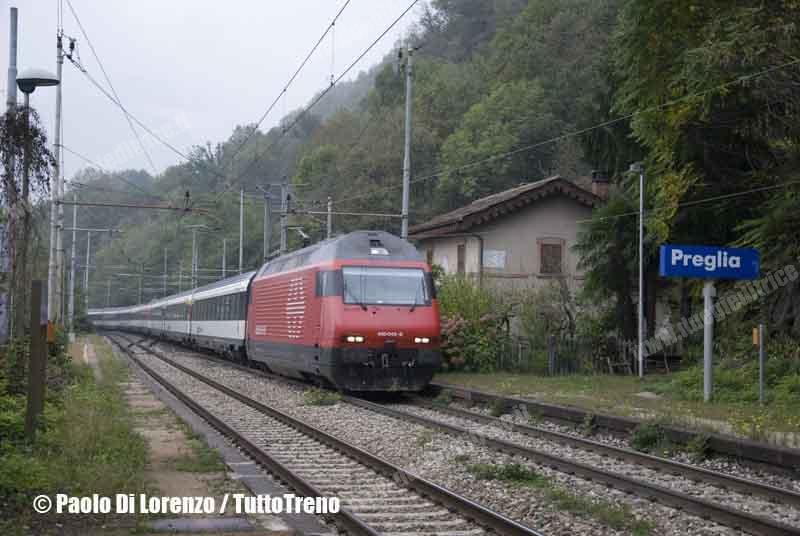 SBB-Re460_045-8-Treno_diretto_Domodossola_Brig-Linea_Sempione-Preglia-2012-10-12-DiLorenzoP-DSC_0969-wwwduegieditriceit-WEB