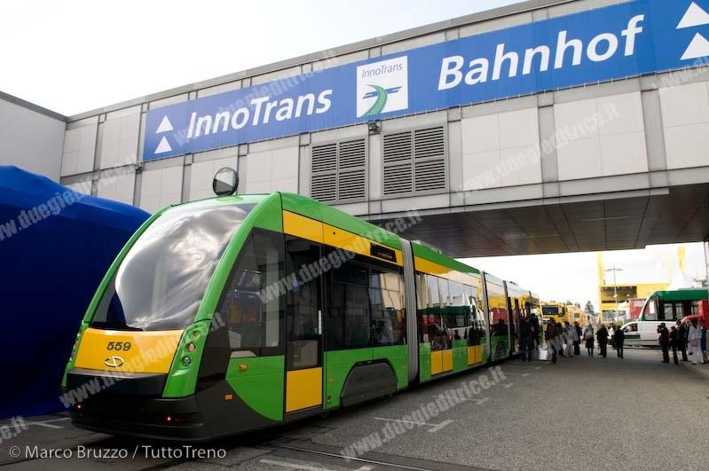Solaris-tramTramino-pianoribassato-cinquecasse_InnoTrans2012_Berlino_2012_09_17_BruzzoMarcoBRU_6490