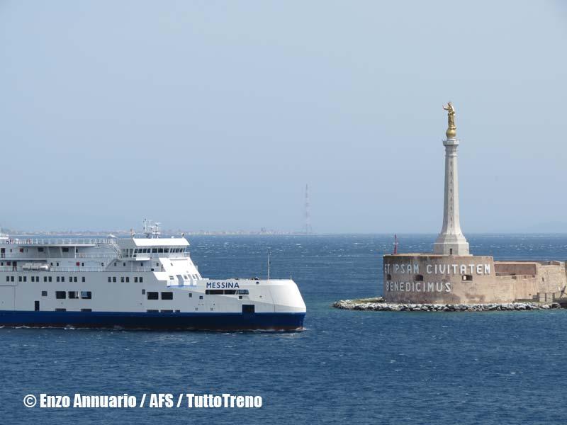 RFI-Bluvia-NaveTraghettoMessina-ArrivoA-Messina-2013-04-25-AnnuarioEnzo-AFS-wwwduegieditriceit-IMG_3535