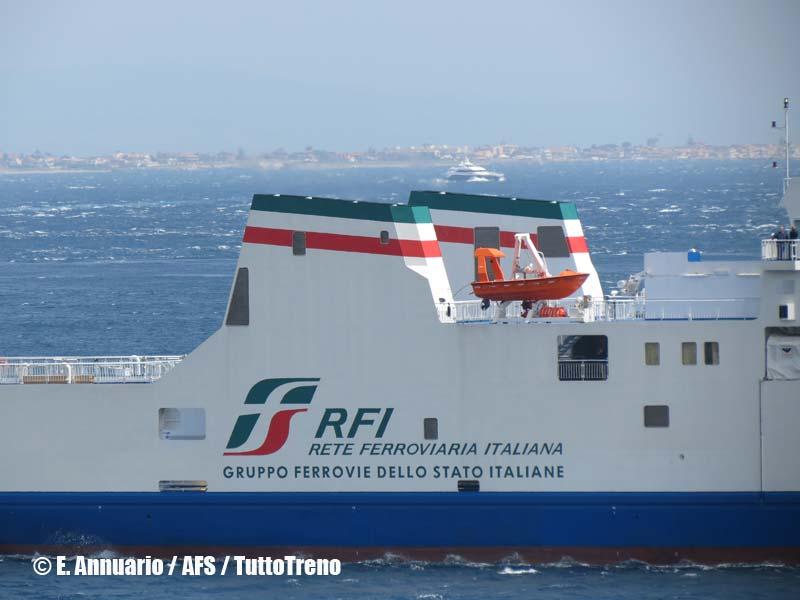 RFI-Bluvia-NaveTraghettoMessina-ArrivoA-Messina-2013-04-25-AnnuarioEnzo-AFS-wwwduegieditriceit-IMG_3541