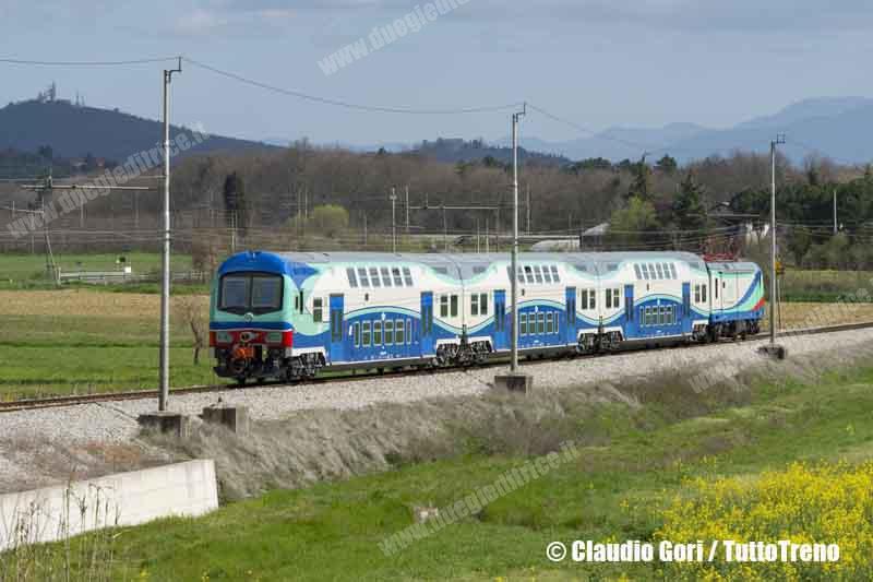TFT-E464_880-treno-Arezzo-Monte-San-Savino-linea-Arezzo-Sinalunga-Albergo-2013-04-13-GORICLAUDIO-_DSC9490-wwwduegieditriceit
