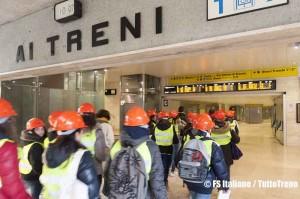 Trenitalia-ragazzi_atrio-visita_Stazione-Savona-2013-04-05-fotoFSItaliane-wwwduegieditrice-1