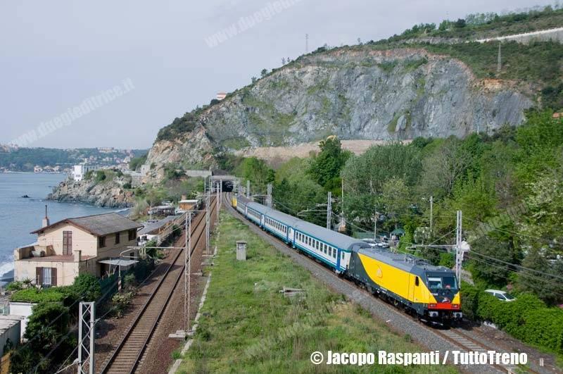 Ferrotranviaria-E483_040+041-CorsaProvaVadoLigureZonaIndustrialeGenovaSestriPonenteAeroporto-GenovaVesima-2013-05-02-JacopoRaspanti-wwwduegieditriceit-WEB
