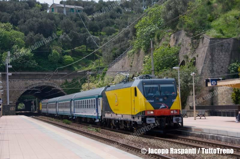 Ferrotranviaria-E483_041+040-CorsaProvaSavonaParcoDoriaGenovaSestriPonenteAeroporto-CelleLigure-2013-05-02-JacopoRaspanti-DSC_0058-wwwduegieditriceit-WEB
