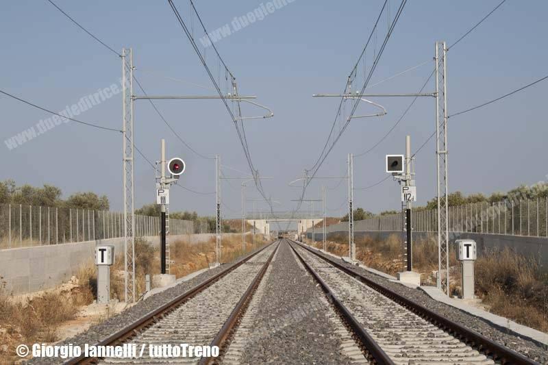 FT-ETR342_TR02-trenoAQ1035BarlettaCentraleBariCentrale-pressoBitontoSanCataldo-lineaBitontoAeroportoBari-2013-07-15-IannelliGiorgio-02_wwwduegieditriceit
