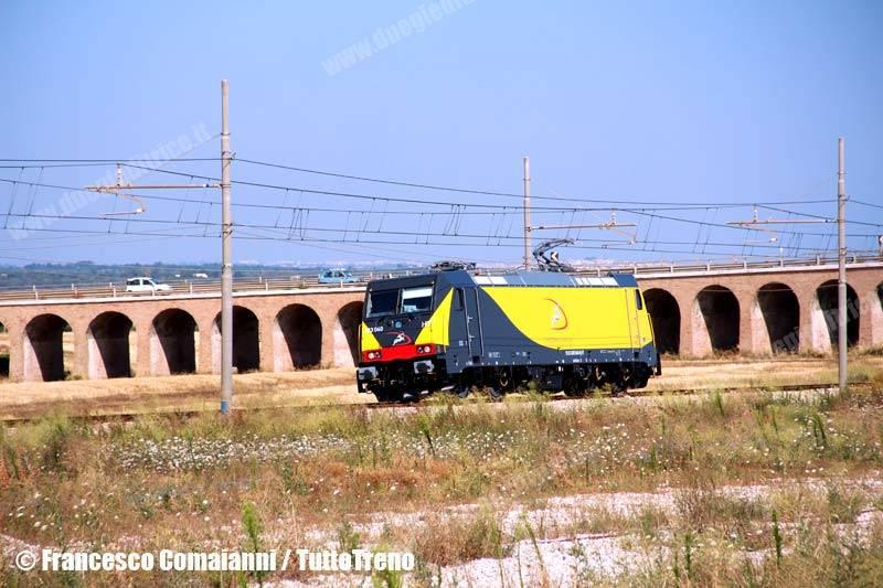 Ferrotramviaria-LIS-63631-E483_040-SanVitodeiNormanni(Br)-2013-07-01-ComaianniFrancesco-IMG_5386-wwwduegieditriceit-WEB