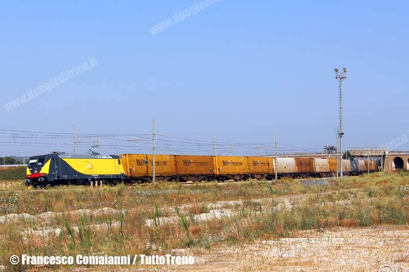 Ferrotramviaria-Treno-TCS-56081-E483_041-SanVitodeiNormanni(Br)-2013-07-01-ComaianniFrancesco-IMG_5400-wwwduegieditriceit-WEB