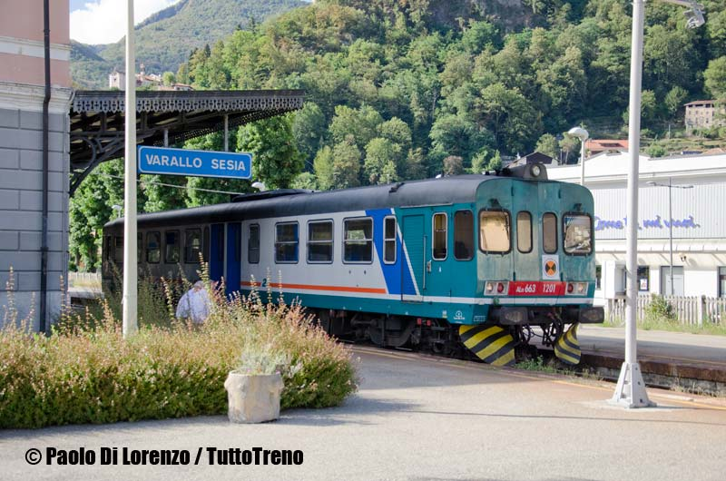 ALn663_1201-In_sosta_attende_di_ripartire_per_Novara-Linea_Novara_VaralloSesia-VaralloSesia-2013-08-28-DiLorenzoP-DSC_9450-wwwduegieditriceit-WEB