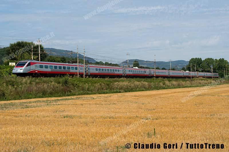 ETR485_43-treno-Frecciargento9465-linea-LL-Roma-Firenze-Figline-Valdarno-2013-08-14-GORICLAUDIO-_DSC3119
