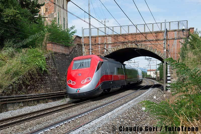 ETR500_52-treno-Frecciarossa9520-Napoli-Milano-linea-LL-Roma-Firenze-Montevarchi-2013-08-14-GORICLAUDIO-_DSC3165