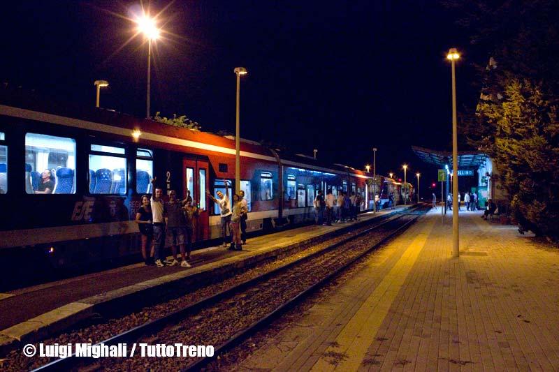 FSE-ATR220_027+ATR220_015-NotteTaranta2013-StazioneZollino-2013-08-24-MighaliL-2-wwwduegieditriceit-WEB