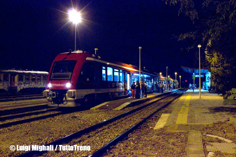 FSE-ATR220_027+ATR220_015-NotteTaranta2013-StazioneZollino-2013-08-24-MighaliL-wwwduegieditriceit-WEB