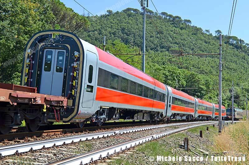 Frecciarossa1000_02-BivioSamminiatello_2013-08-12-SaccoMichele_02_rid