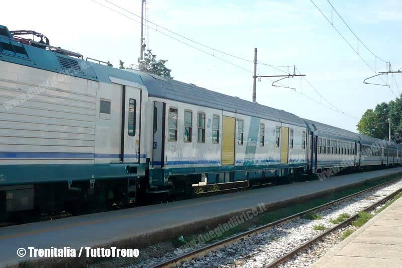 BagagliaioTrasportoBici-VeneziaSL-2013-09-xx-Trenitalia-wwwduegieditriceit-P1020377