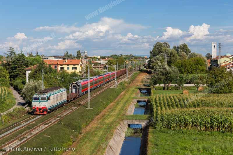 E652_063carriscudofrecciarossa400_2_trenoPistoiaVado_LineaPistoia_Viareggio_SanDonatoLucca_2013_09_12_AndiverFrank