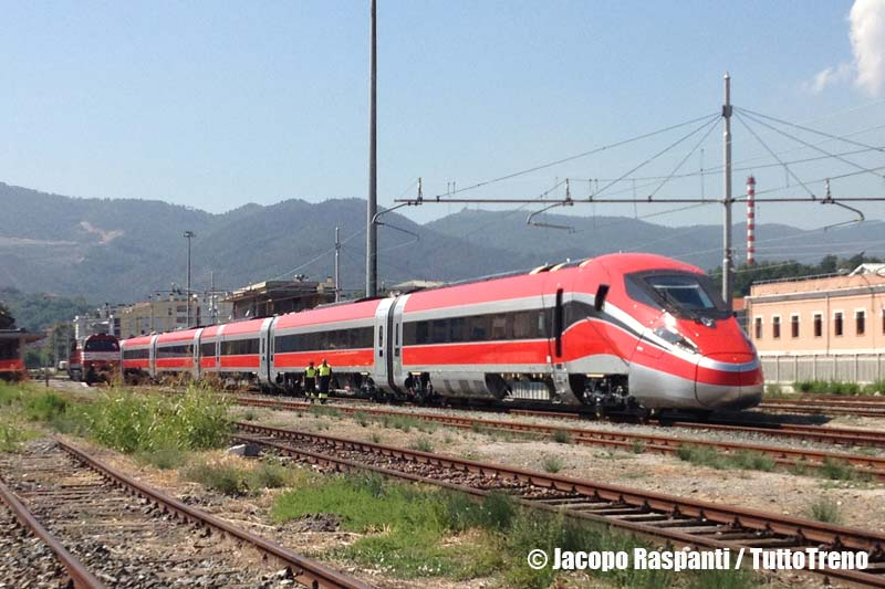 ETR400_01-PietroMennea-Frecciarossa100-prove-VadoLigure-2013-09-05-JacopoRaspanti-wwwduegieditriceit-WEB
