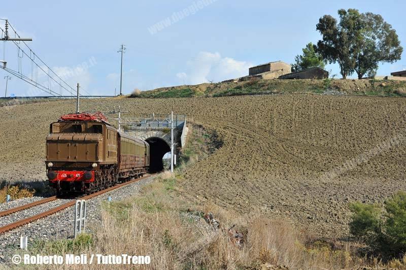 E626-trenoSpecialeDGEG-2013-10-26-MeliRoberto_wwwduegieditriceit