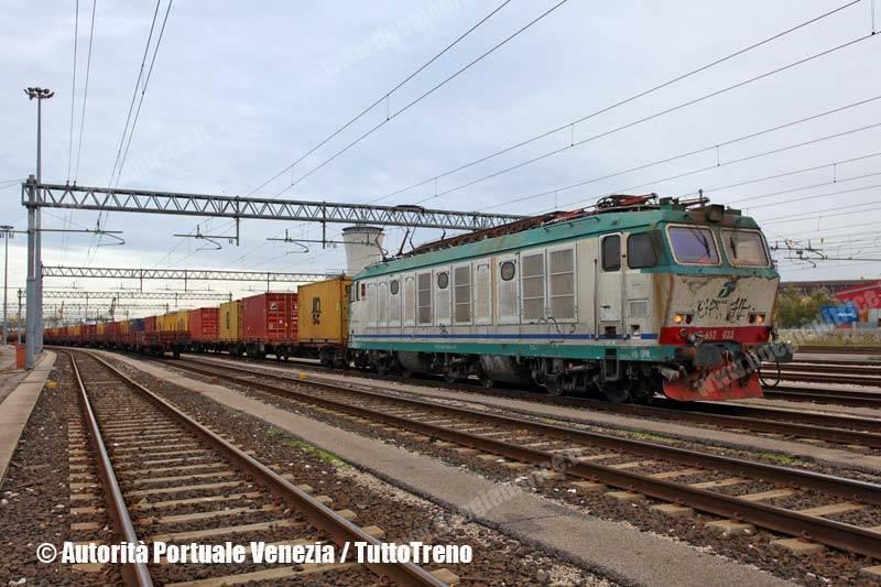 E652_023-TrenoZucchero-veneziaMargheraLonato-Venezia--2013-11-11-AutoritaPortualeVenezia-wwwduegieditriceit