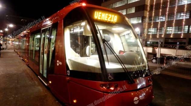Venezia: Metrobus in piazzale Roma