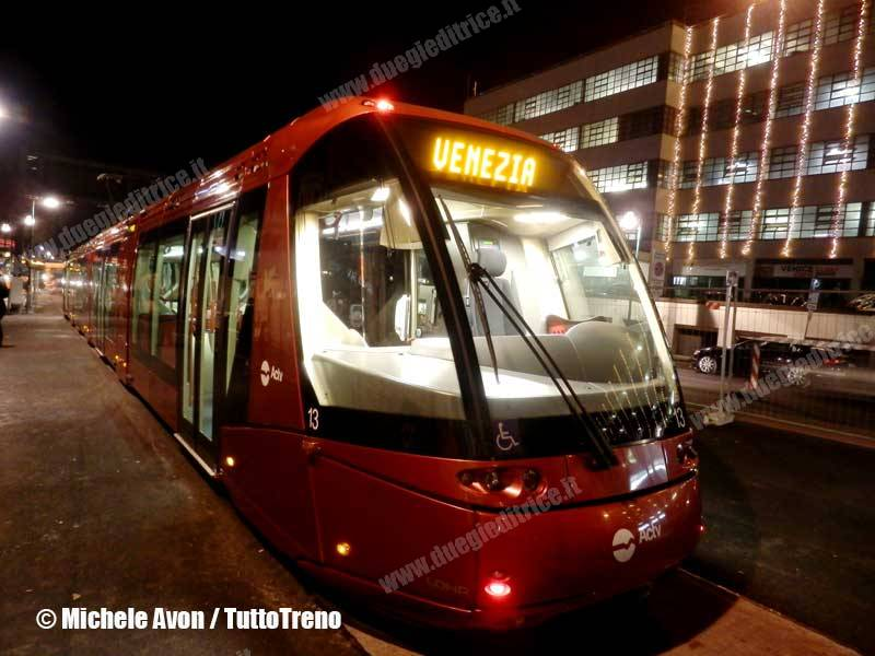 ACTV-Metrobus13-prova-VeneziaPiazzaleRoma-2013-12-19-AvonM-PC193383-wwwduegieditriceit-WEB