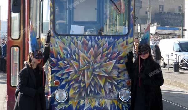 """ANM Napoli: inaugurato """"il tram dei desideri"""", veicolo d'arte e partecipazione"""