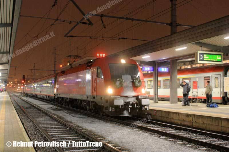 OBB-E190_008-1216_008-ultimoKorridor-Innsbruck-2013-12-14-PetrovitschH-wwwduegieditriceit