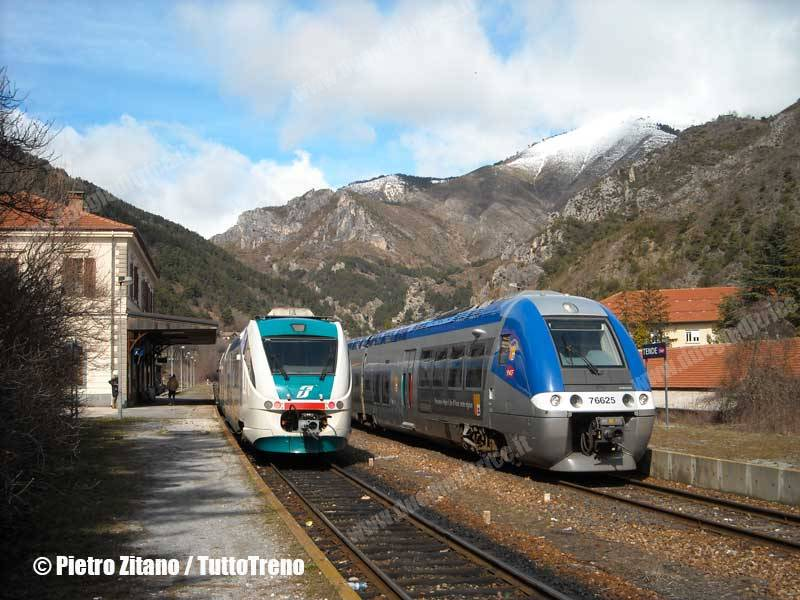 SNCF-AGC-TI-Minuetto-IncrociostazioneTende-Tenda-2011-03-17-ZitanoP-wwwduegieditriceit-WEB