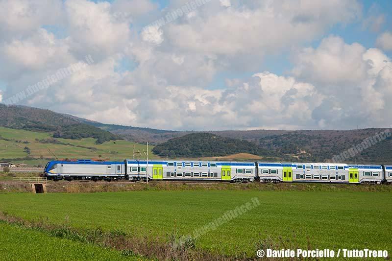 E464_589+CarrozzeVivaltoNuovaLivreaDtr-TrenoReg12242RomaTniCivitavecchia-SantaMarinella-2014-03-03-PorcielloD