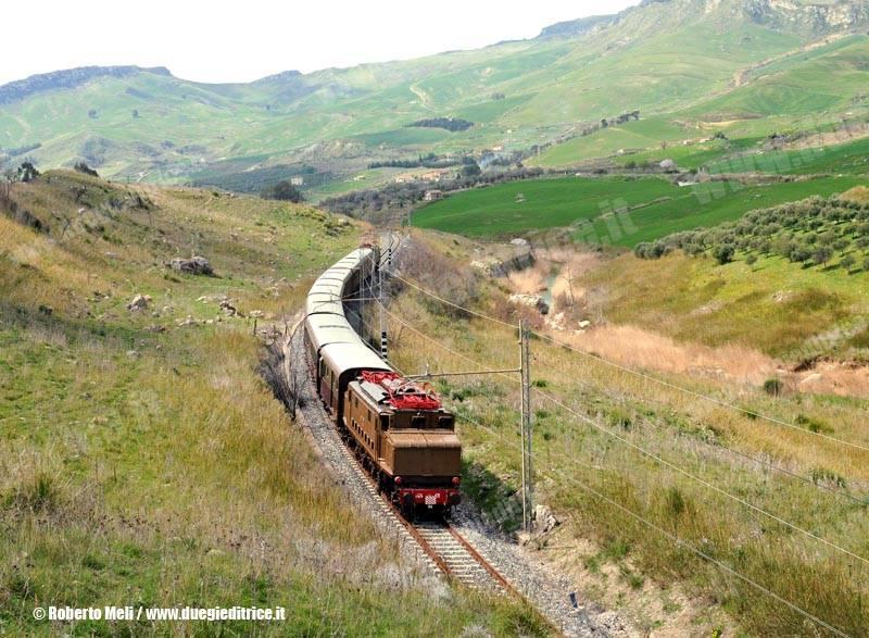 E626_045+626_428-Treno29008PalermoPortoEmpedocle-Casteltermini-2012-03-25-RobertoMeli-DSC_050-wwwduegieditriceit-WEB
