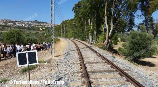 Ferrovia dei Templi, turisti in festa per il ritorno del treno