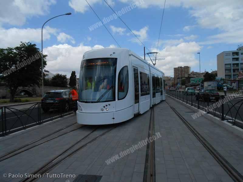 AMAT_Tram1_corsaprova_PiazzaScaffa_Palermo_2014_07_11_25_SimonPa