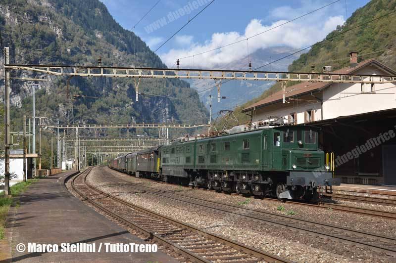 SBB-Ae8-14_11801-TrenoLuzernLocarno-LineaGottardo-Lavorgo-2013-10-10-StelliniMarco-wwwduegieditriceit-WEB