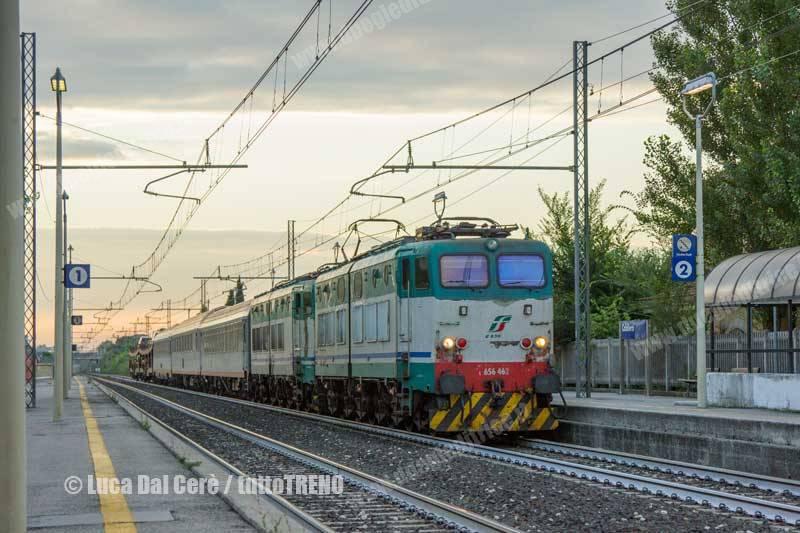 E656_462-TrenoEN60235-Autozug-AutoAlSeguito-ViennaVeronaPN-LineaMilanoVenezia-Caldiero-2014-08-01-DalCereeLuca-IMG_4976-wwwduegieditriceit-WEB