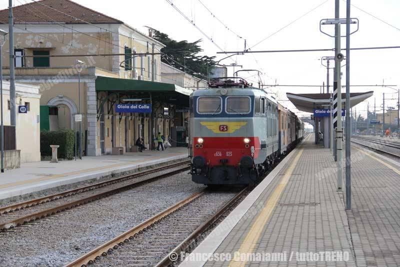 E656_023+E424_049+E636_318+E626_185+Carrozze-trasferimento_mezzi_Taranto-GioiadelColle(Ba)-2014-11-24-ComaianniFrancesco-IMG_2807-wwwduegieditriceit-WEB