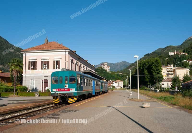 ALn_663_1014_e_1010-Regionale_4681-Stazione_di_Varallo_Sesia--2014-09-06-CERUTTIMichele-DSC_6048-wwwduegieditriceit-WEB