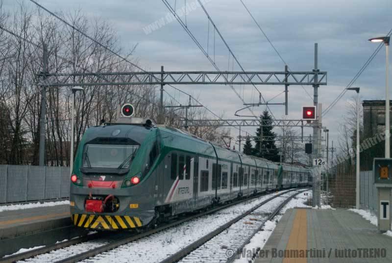 ETR425_024+ETR425_023-RegMilanoVarese-AlbizzateSolbiateArno-2015-02-16-BonmartiniWalter-wwwduegieditriceit-WEB