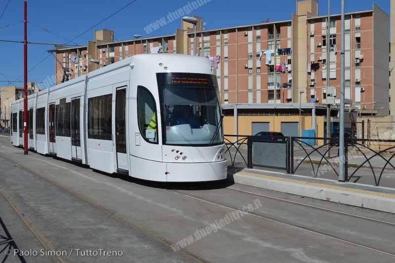 AMAT_Tram01_vialeG_DiVittorio_Palermo_2015_03_03_SimonPaolo-wwwduegieditriceit-DSC_0023