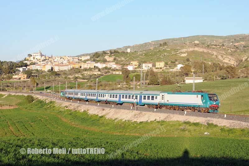 E464_007-TrenoR3938PalermoAgrigento-Comitini-2012-03-27-RobertoMeli-DSC_065_tuttoTRENO_wwwduegieditriceit