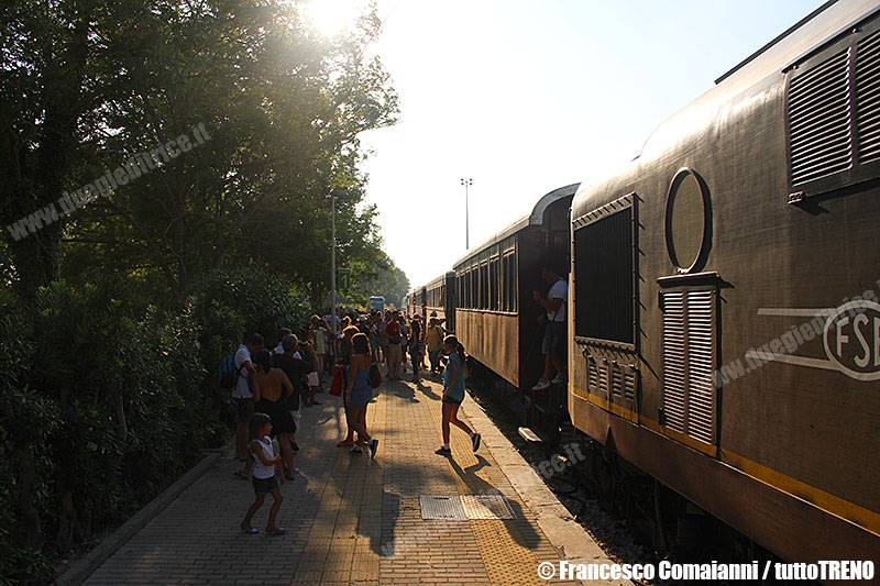 FSE+AISAF-BB159+Salento_Express_Trenodei2mari-Otranto(Le)-2015-08-05-ComaianniFrancesco-IMG_4863