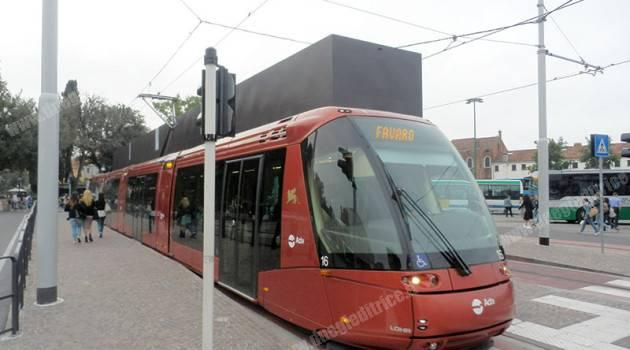 Venezia: in servizio il metrobus