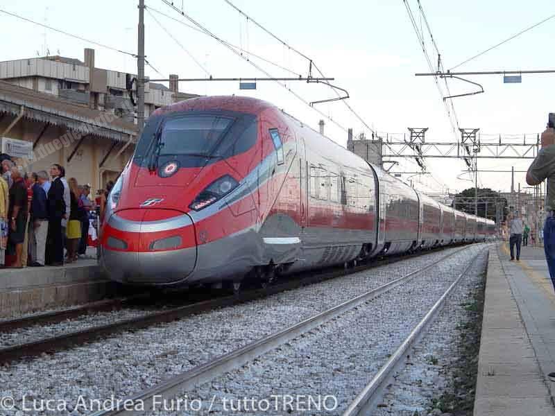 ETR400_07-presentazioneFrecciarossa1000--Barletta-2015-09-11-Fur