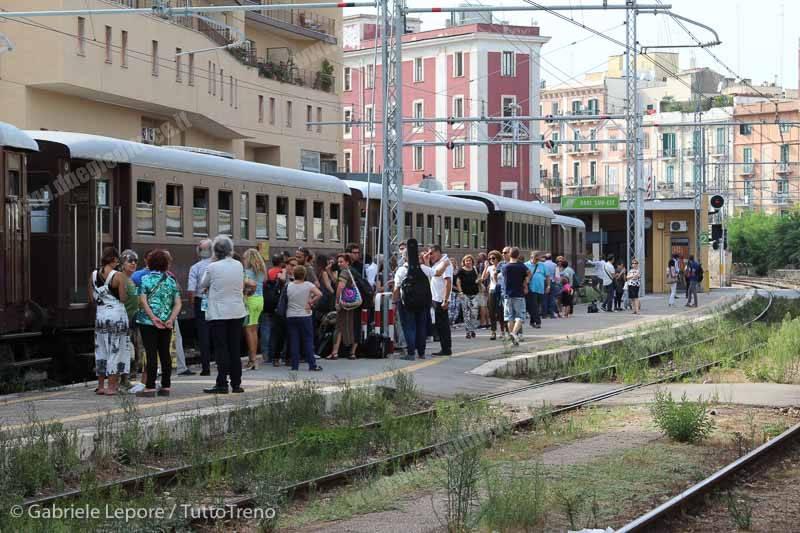 FSE_AISAF-treno_storico_Un_Treno_chiamato_Jazz-Bari_Sud_Est-2015-09-19-Lepore_Gabriele-IMG_5143_tuttoTRENO_wwwduegieditriceit
